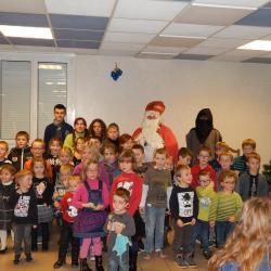 Tous les enfants autour de Saint-Nicolas